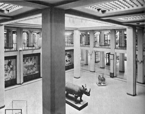 Historical picture of the entrance hall of the Museum of Zoology in the 50s