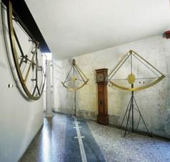 Sala meridiana: lato sud-ovest con gli strumenti di Domenico Lusverg (Roma, 1702-1704)
