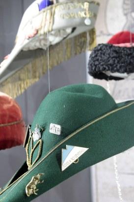 Esposizione di cappelli studenteschi