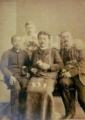 Foto di scienziati giapponesi dell'era Meiji